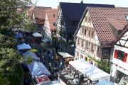 Blick auf das Marktgeschehen von oben.