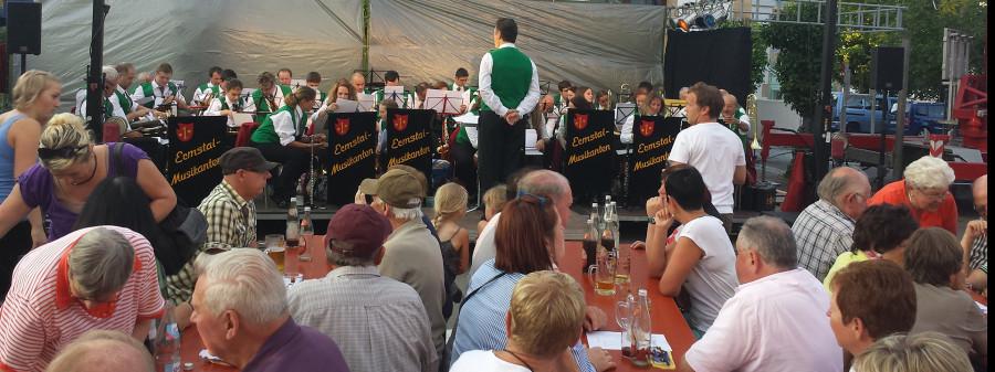 Musiksommer Bratwurst, Bier und Blasmusik mit den Ermstalmusikanten